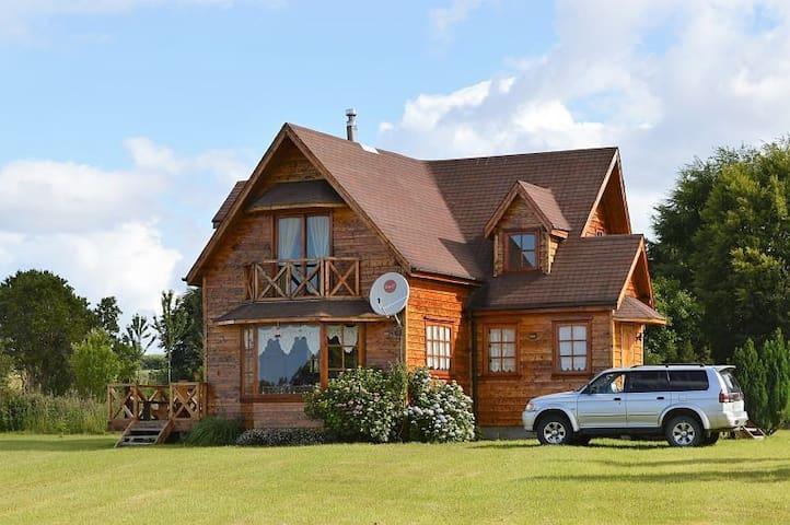 Frutillar Bajo: Hermosa y luminosa Casa en Parcela - Frutillar - Huis