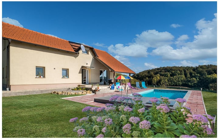 Stunning home in Pregrada with WiFi, 4 Bedrooms and Outdoor swimming pool