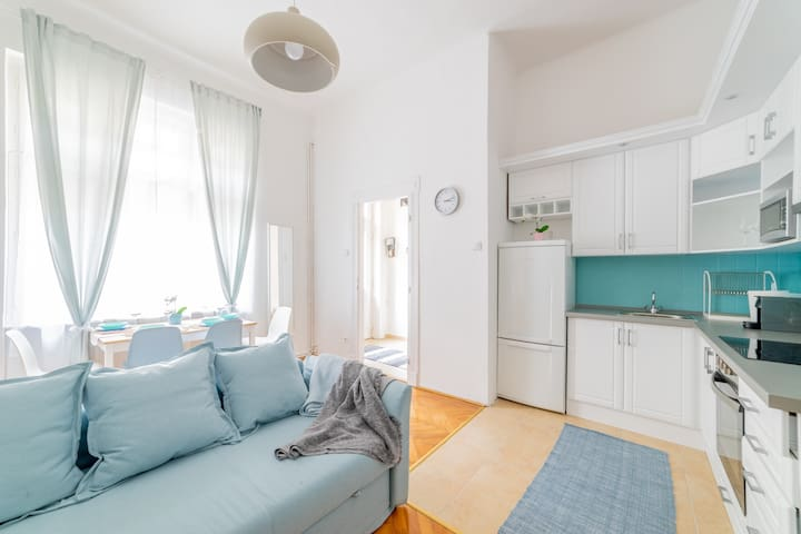 Turquoise central homey apartment for 8 guests