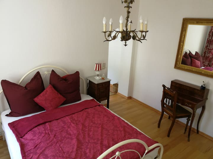 Little romantic suite with garden near UN Campus