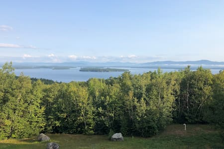 Lake Winnipesaukee Waterview Retreat Sleeping 8!