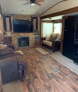 Monahans Wildwood Lodge Camper  Clean & like new!