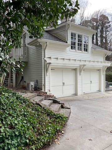Carriage House in HistoricBrookhaven/walk to Marta