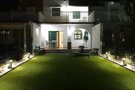 Dúplex con jardín y buenas vistas