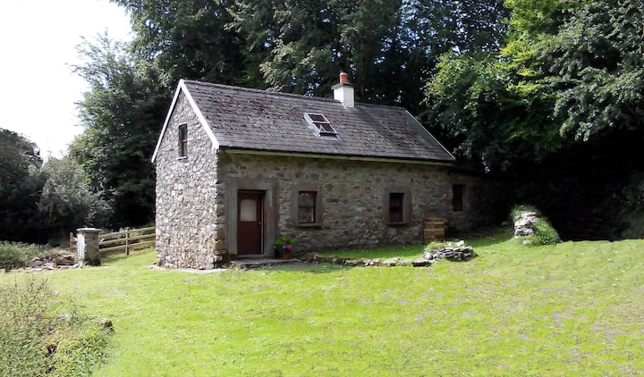 Cosy Rathosey Cottage, Secluded stone cottage