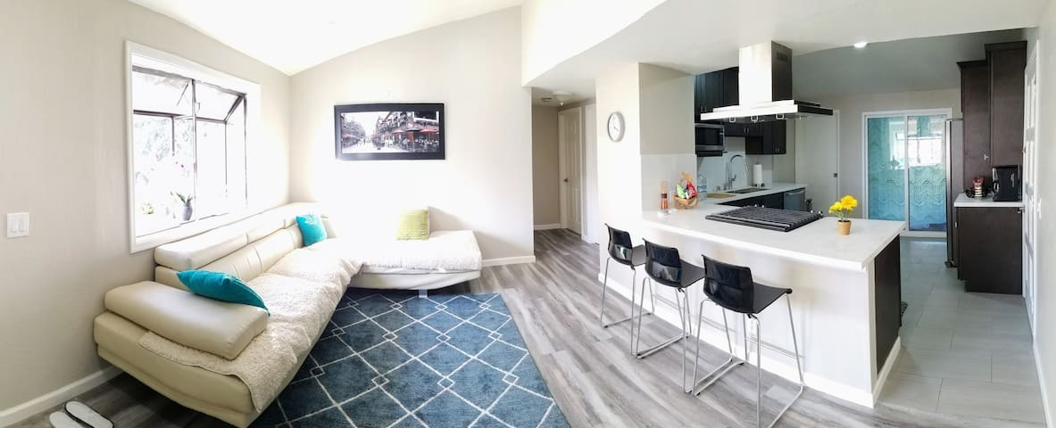 Walk to Face_Book - 2 Bed, 1 bath, Kitchen, Living