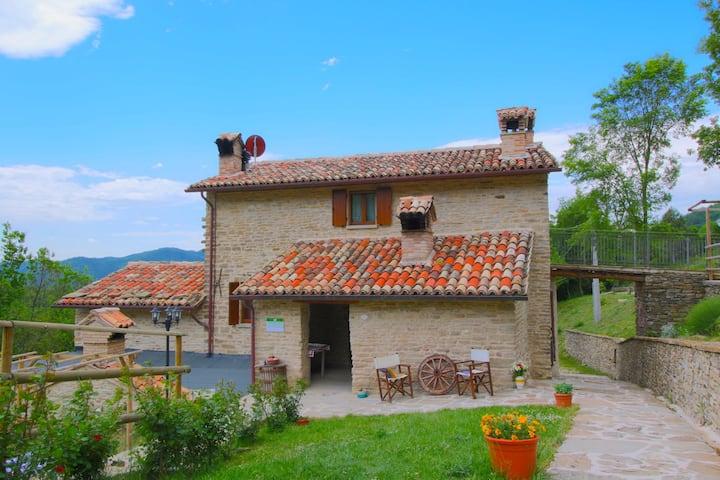 Magnifique ferme avec piscine à Marche en Italie