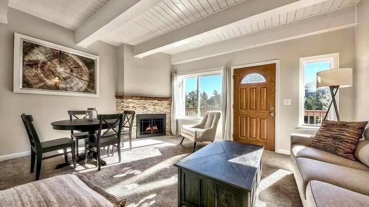 Winter Get-away in Remodeled Lake Tahoe Cabin