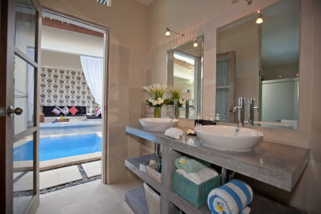 Bathrooms Villa Enigma