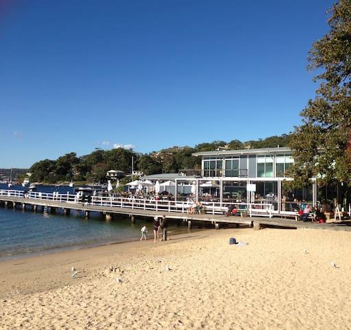 Absolute Beachfront Balmoral Apt