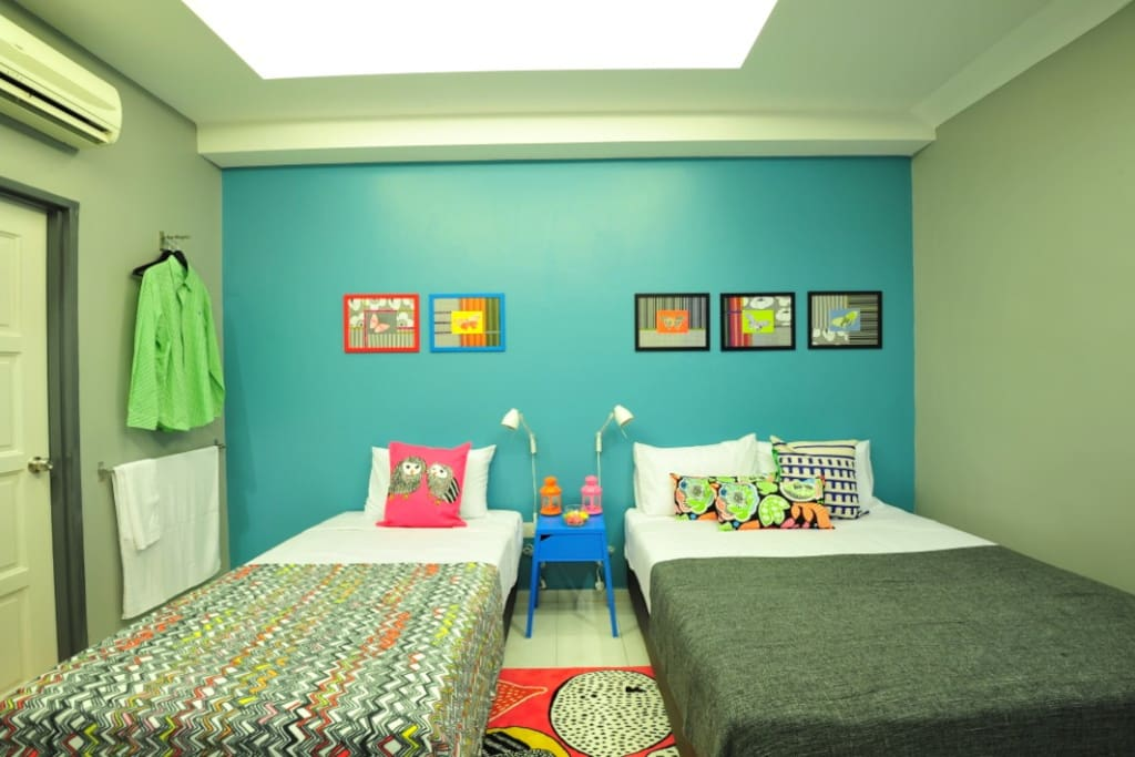 D'Butterfly- Adorned with vibrant modernity of colours, this guess room comes with one single bed and one Queen-size bed.