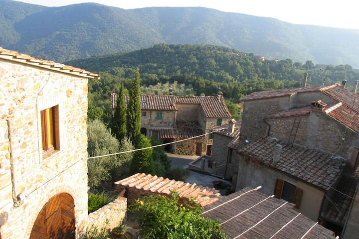 Panorama near Petriolo hotsprings   - Monticiano - Apartemen