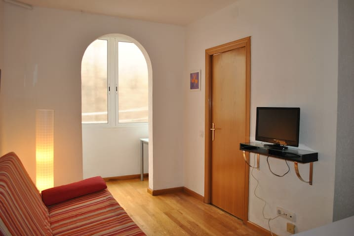 APPARTEMENT CALME SAGRADA FAMILIA. WI-FI.