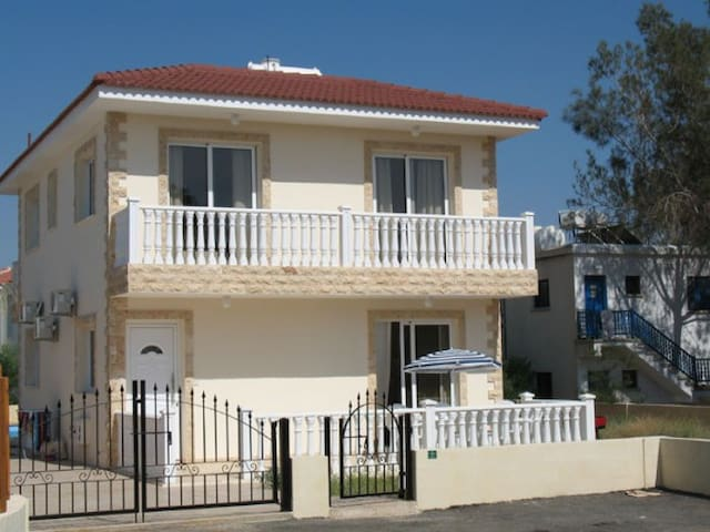 3 Bedroom Villa on Nissi Beach - Ayia Napa - Hus