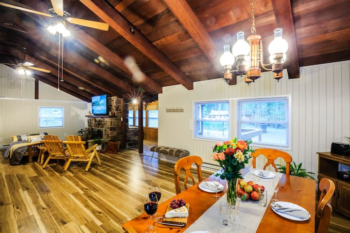 Welcome to The Honeymoon Lodge of Poconos!