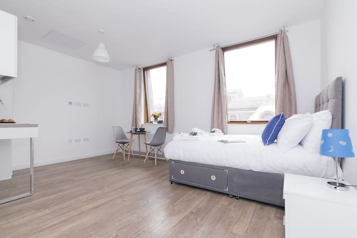 Central and Modern Studio in lively Liverpool!
