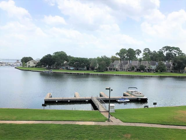 Waterfront Condo - A Perfect Stay-cation!