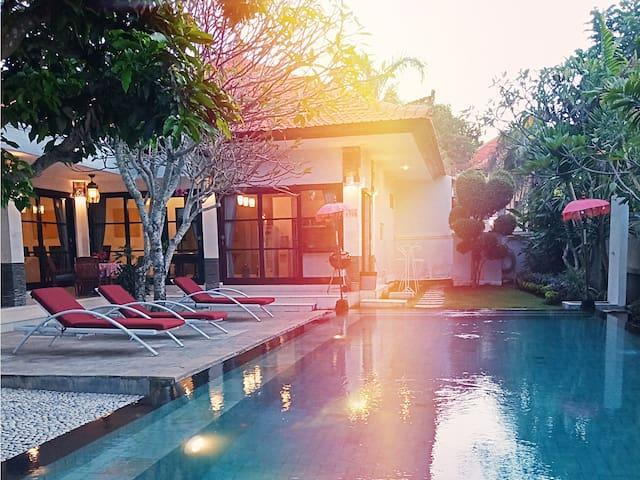 Maya Villa: Big Pool, Quiet, CableTV and fast WIFI