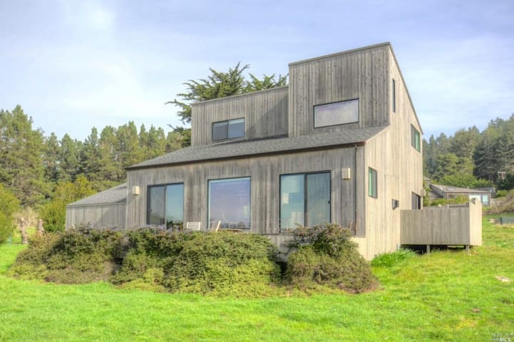 Super Location with Ocean Views