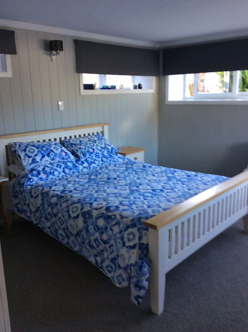 2 large bedrooms in good area houses for rent in for Bedroom furniture auckland