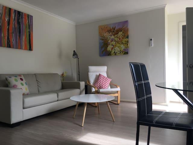 Modern One-Bedroom Bayside Retreat