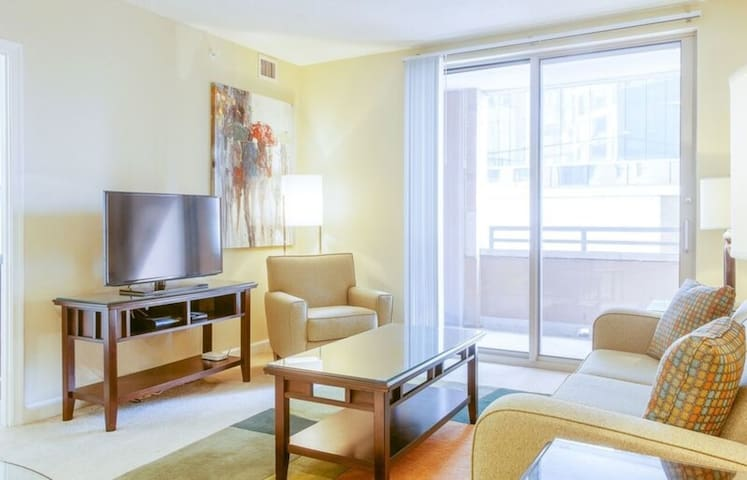 Amazing Harbor East Location!-2b2 - Baltimore - Wohnung