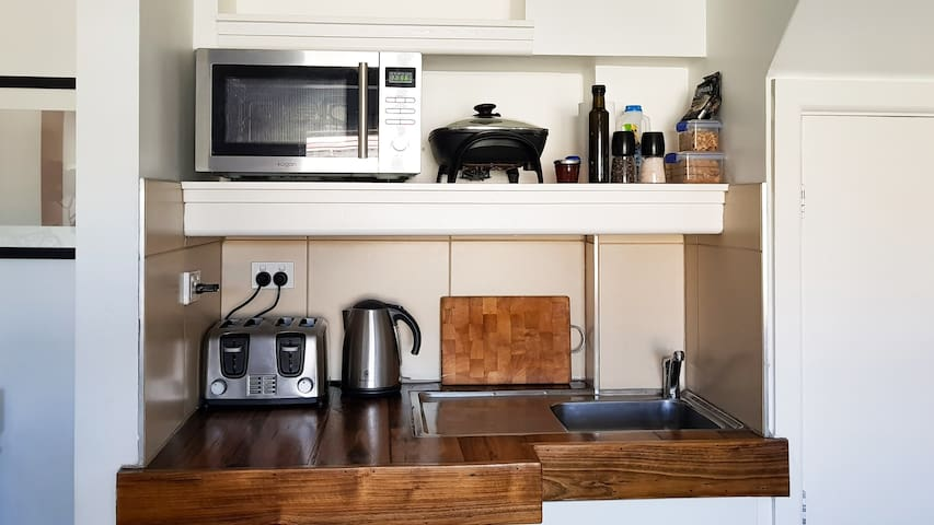 Kitchenette with fresh breakfast provisions