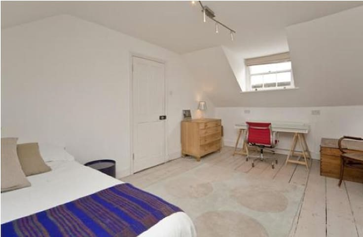 LARGE DOUBLE LOFT ROOM AND ENSUITE