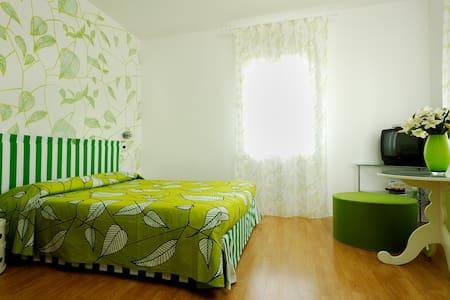 CAMERA CON BAGNO COLAZIONE INCLUSA - Oderzo - Bed & Breakfast