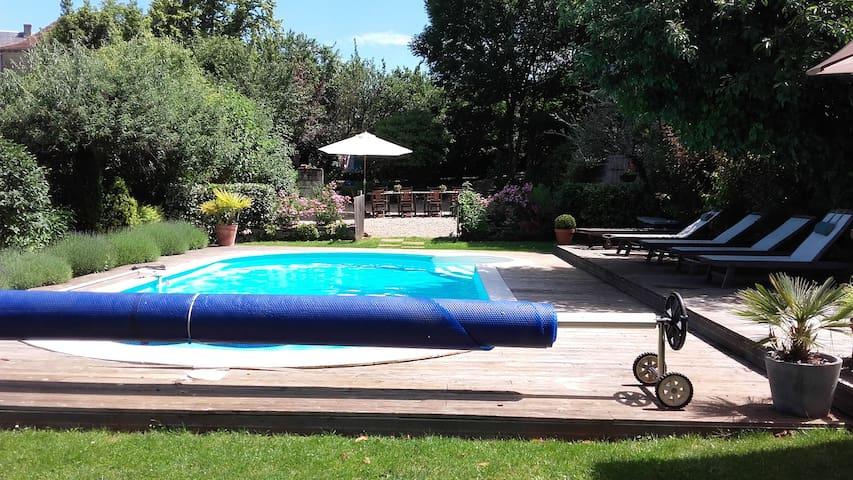 Charmante gîte met zwembad