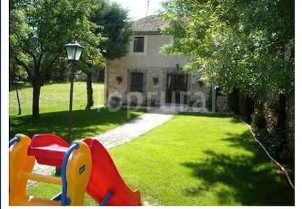 Country house 24 km from Segovia - Turégano - Huis