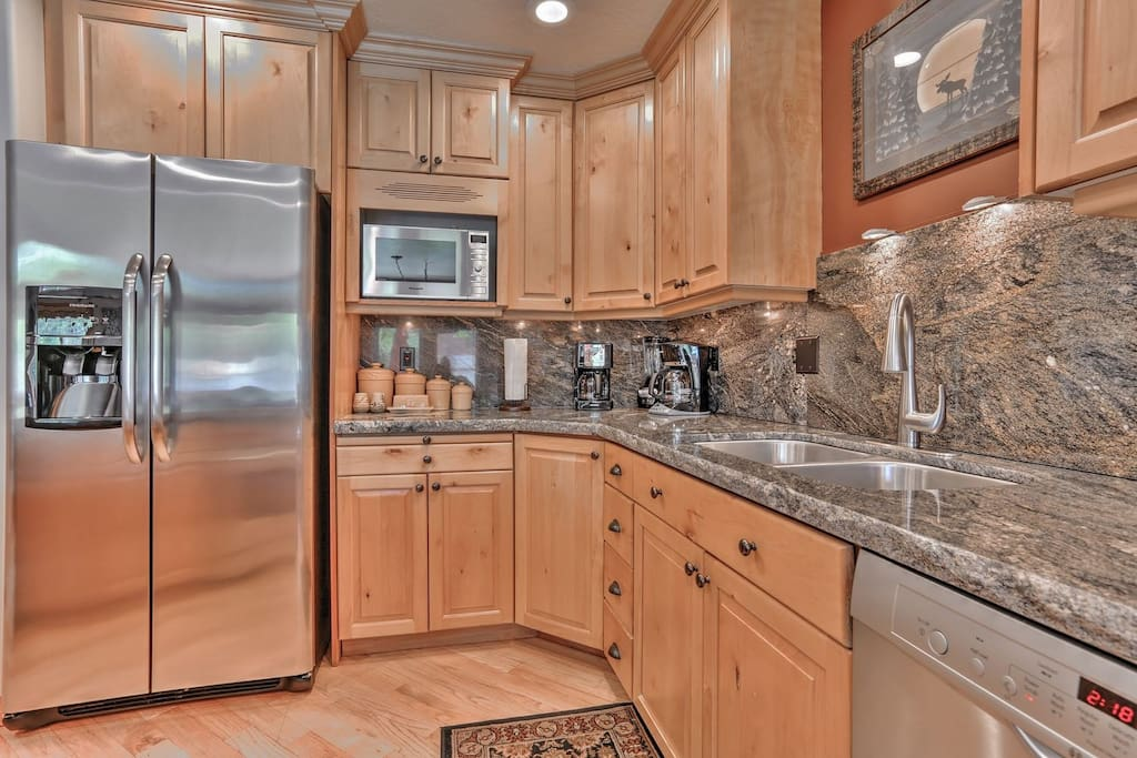 Gourmet Kitchen with Granite Countertops, Stainless Steel Appliances