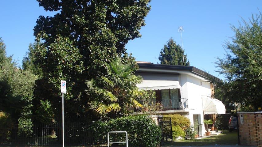 """""""The Magnolia"""" in cottage ap.ment sleeps 4 + park - Venetië - Appartement"""
