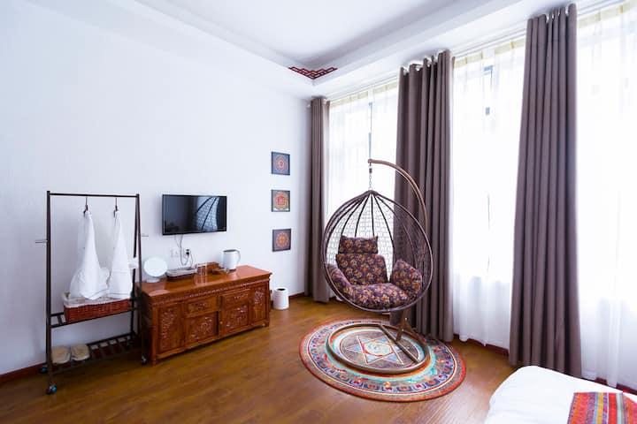 独栋藏式别墅全屋地暖(供氧高级阳光大床房)