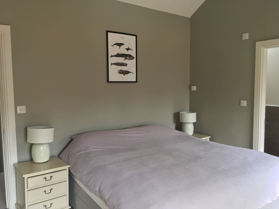 Master bedroom - with en suite