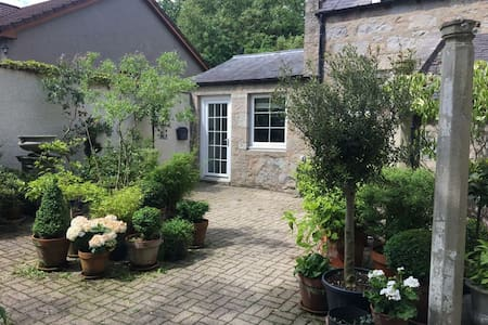 Hidden gem, self contained Cottage