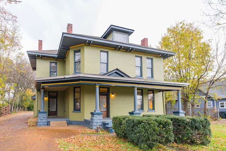 The Woodbine Manor - Large Home Near Downtown!