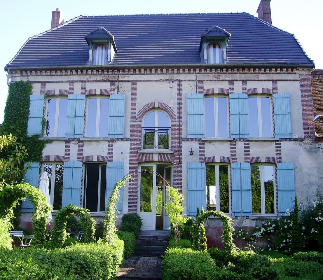 Aupres de l'eglise...the Main house.