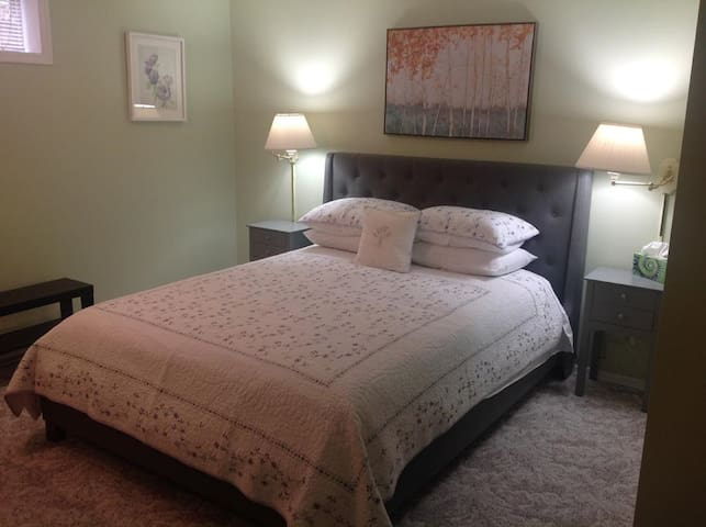 Comfy Queen bed with new ensuite bath/shower