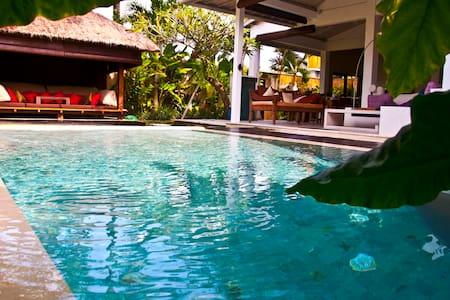 Blue Line Villa. Smile of Bali