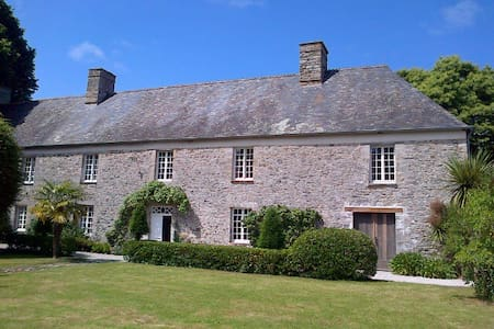 Beautiful Historical House Normandy - Le Mesnilbus - Rumah
