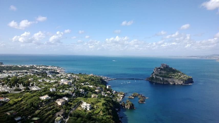Little Space with view on Castello - 伊斯基亞(Ischia)
