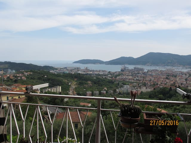 30 steps from the sky, near to 5 Terre & Lerici - VEZZANO LIGURE - Lejlighed