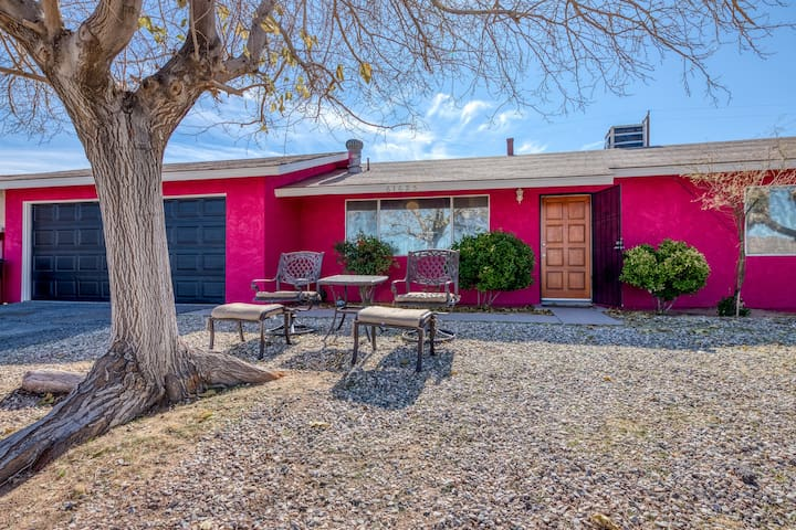 Bright and inviting desert home w/ private patio, horseshoe pit, and firepit!