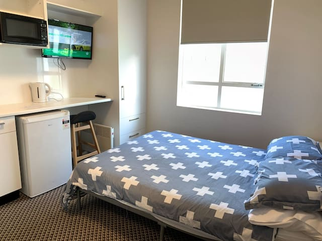 Small Double Ensuite with Kitchenette