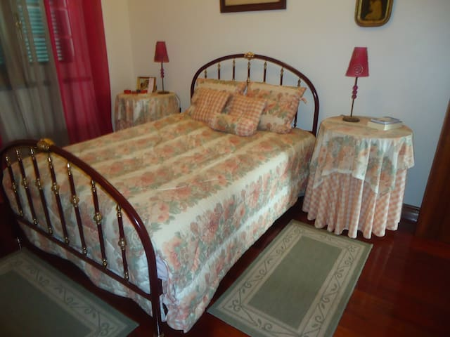 Room for vacations at family house - Ponta Delgada - Ev