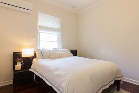 Comfy room-150m away from train st. - Claremont - Talo