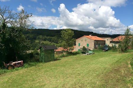 Village farmhouse in Montagne Noir near Mazamet - Mazamet - บ้าน
