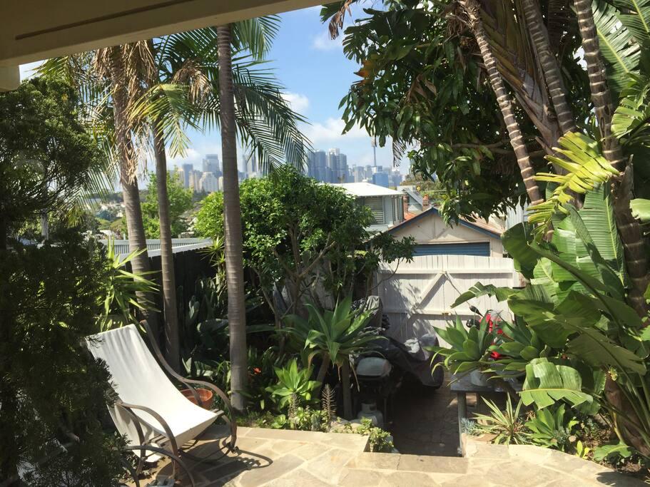 Quiet, leafy back garden