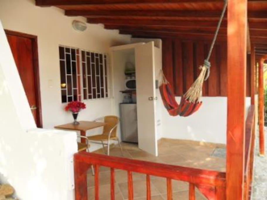 Cada habitación es totalmente equipada y muy agradable. Puede recibir 2 personas + 1 persona adicional